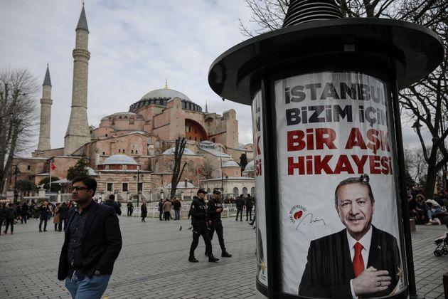 Η κόντρα για την Αγία Σοφία: Ο Ερντογάν συνεχίζει να επιμένει στη μετατροπή της σε