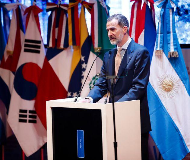 El rey Felipe VI se columpia al hablar de Borges en Congreso de la Lengua