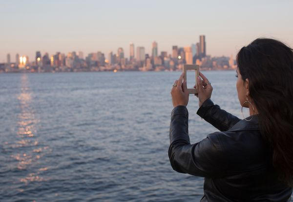 Let's face it! Taking the perfect smartphone photo can be a lot of pressure. The ModeQuiet solves that emotional crisis with