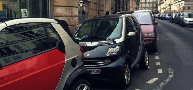 Des Smart, produites par le constructeur allemand Daimler, garées à
