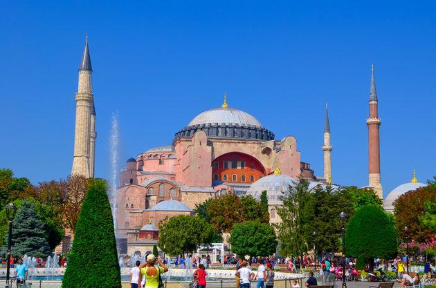 Σε ποιους απευθύνεται η απειλή - μήνυμα του Ερντογάν για την μετατροπή της Αγίας Σοφίας σε