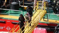 Un pétrolier détourné par des migrants arrive à