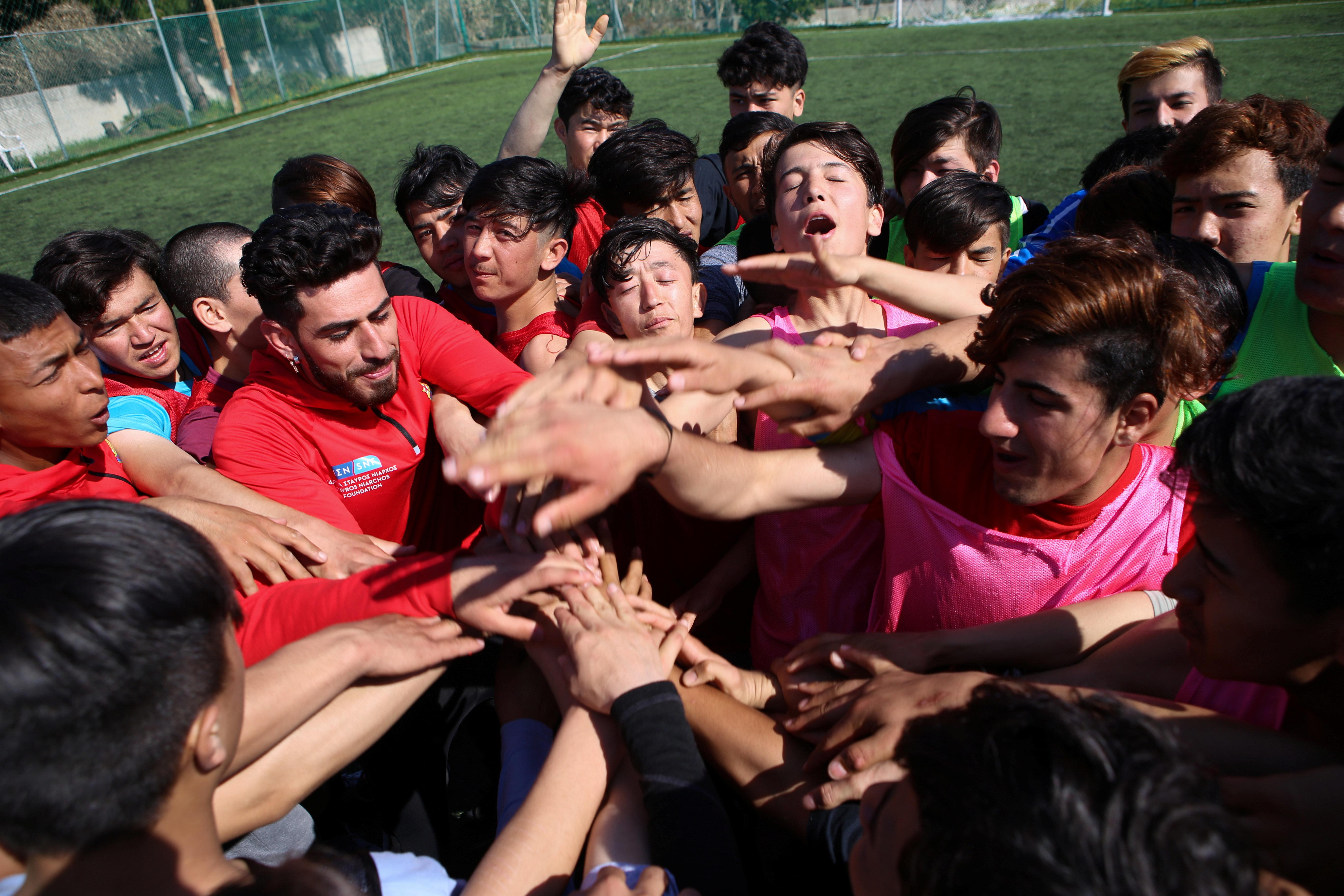 Η Μπαρτσελόνα στη Λέσβο - Προσκαλεί τα προσφυγόπουλα στο όνειρο του
