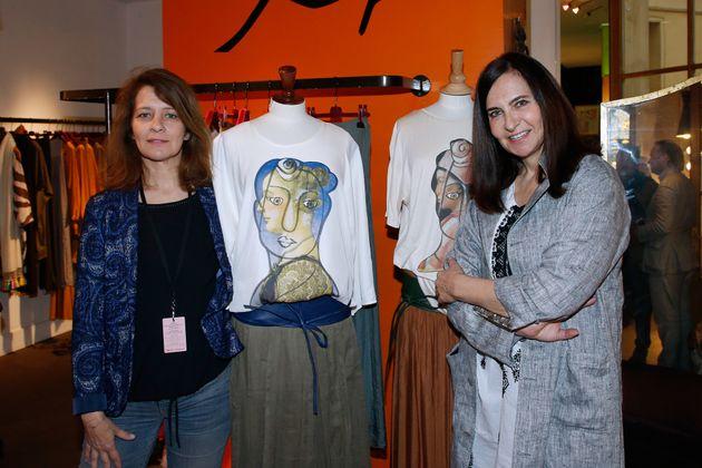 Nathalie Garçon et Feryel Lakhdar avec une pièce de la collection
