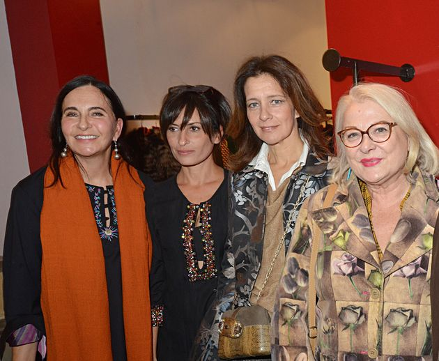 La créatrice avec, de gauche à droite, Nadia Gribaa, Feryel Lakhdar et Josiane