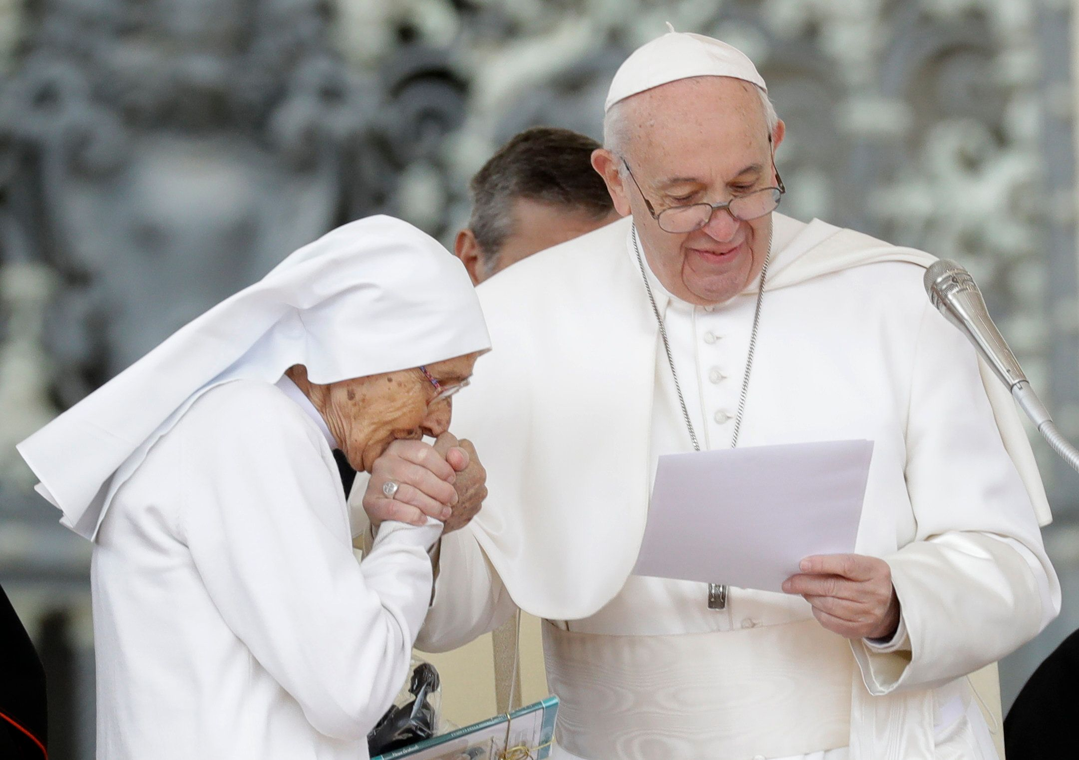 Pope kept pulling away hand 'for fear of spreading germs'
