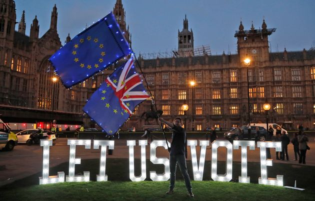 Brexit: Τι γίνεται μετά την απόφαση της Μέι να