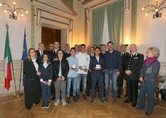 Le ministre italien de l'Intérieur a reçu11 carabiniers et 5 collégiens,...