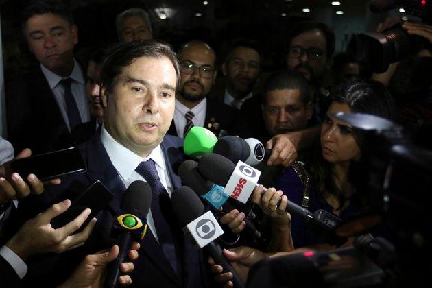 """Rodrigo Maia disse que Bolsonaro está """"brincando de presidir o País"""" e que..."""
