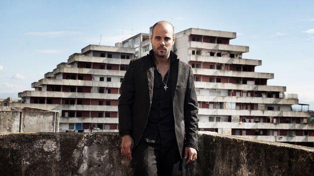 Marco D'Amore, dans la saison 2. Son personnage, Ciro, incarne le rêve de pouvoir descamorristi,...