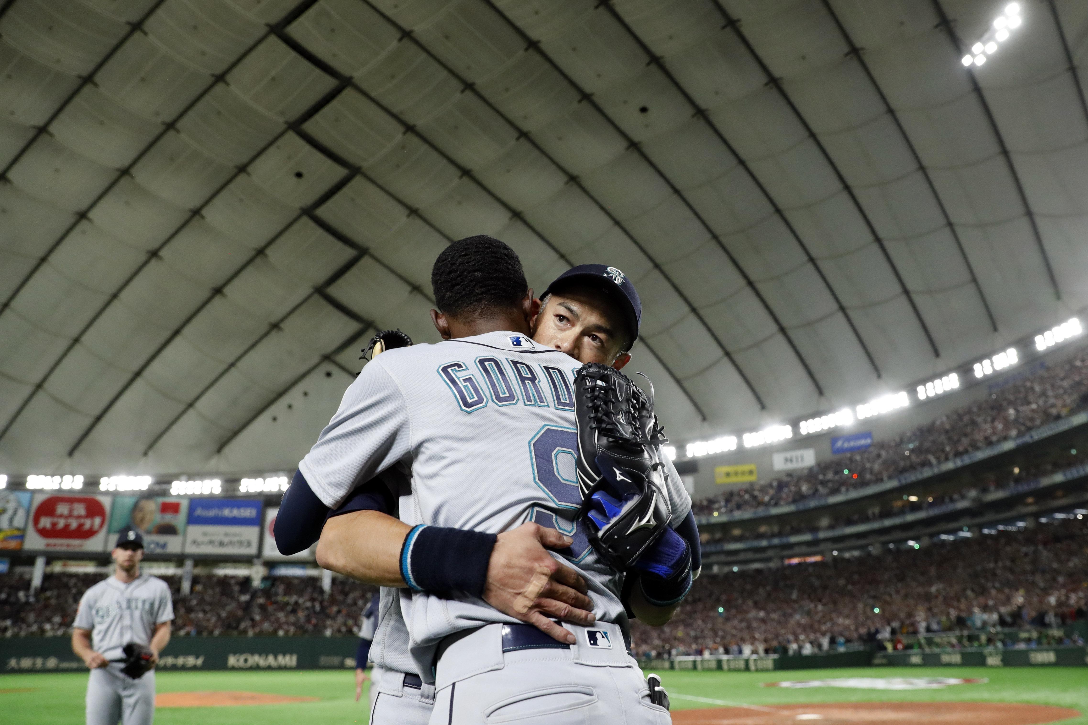 Mariners' Dee Gordon Honors Ichiro Suzuki With Full-Page Ad In Seattle