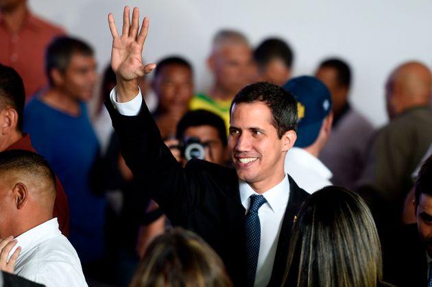 Juan Guaido lors d'un meeting devant ses supporters à Caracas le 28 mars