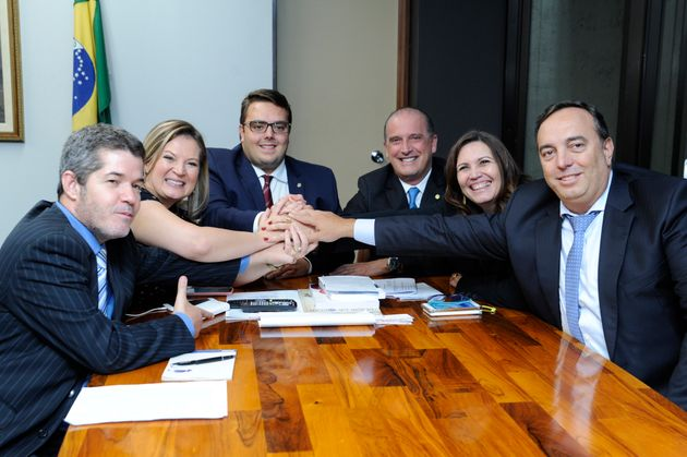 O presidente da CCJ, Felipe Francischini, o ministro-chefe da Casa Civil, Onyx Lorenzoni, e alíder...