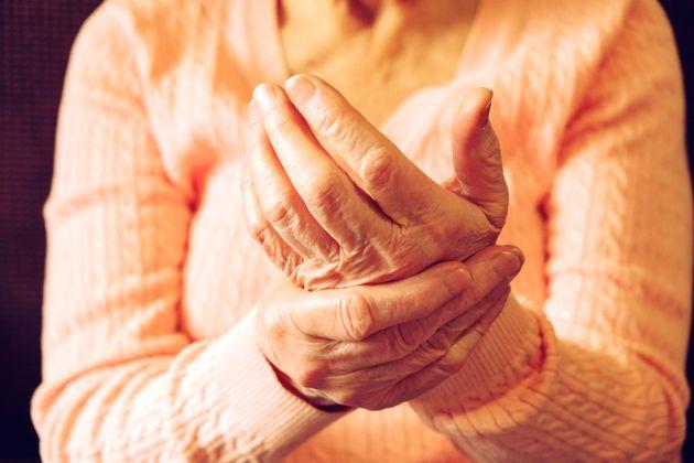 Mulher de 71 anos tem mutação genética que inibe qualquer tipo de