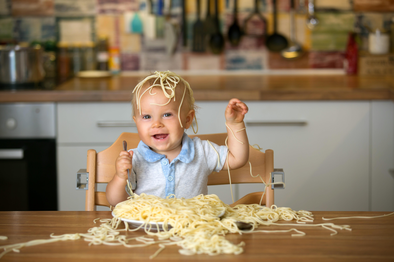 「#育児衝撃画像」に、ネットが震撼・爆笑する 子どもは自由気ままで、時に残酷だった