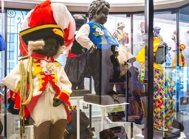 ミュージアムに並べられた小便小僧の衣装