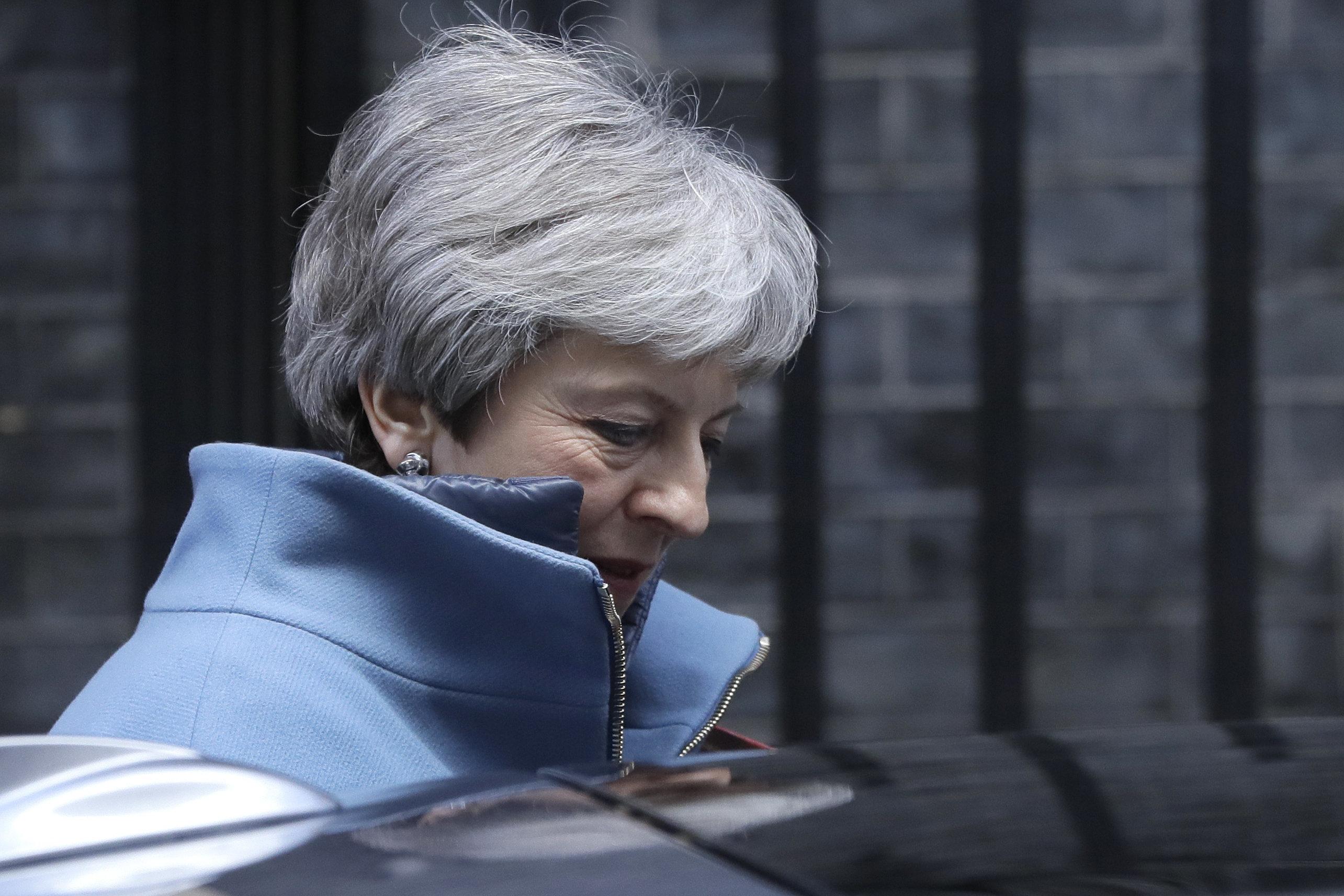 Le Brexit soumis à un 3e vote pouvant provoquer la démission de Theresa