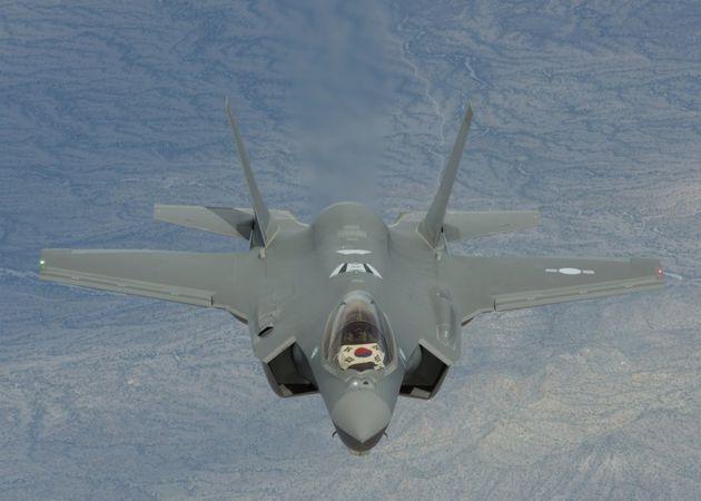 공군 첫 스텔스 전투기 F-35A가 청주기지