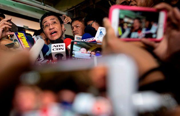 Για δεύτερη φορά σε ένα μήνα συλλαμβάνεται η «εχθρός» του Ντουτέρτε, δημοσιογράφος Μαρία