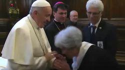 Voici pourquoi le pape François refuse parfois qu'on lui fasse le