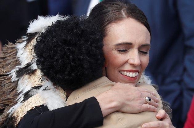 Christchurch: Jacinda Ardern ovationnée pour son hommage aux