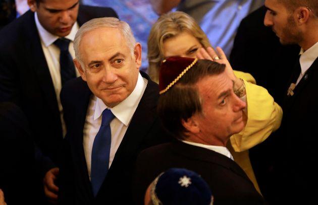 Bolsonaro acompanha o primeiro-ministro israelense, Benjamin Netanyahu, em visita à sinagoga no...