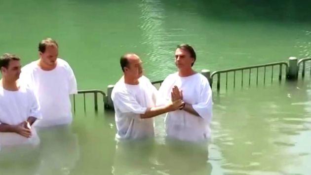 Batismo de Bolsonaro no rio Jordão, em maio de 2016, pelo pastor Everaldo, presidente do