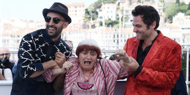 Séance photo sur la Croisette entre Agnès Varda, Mathieu Chedid et