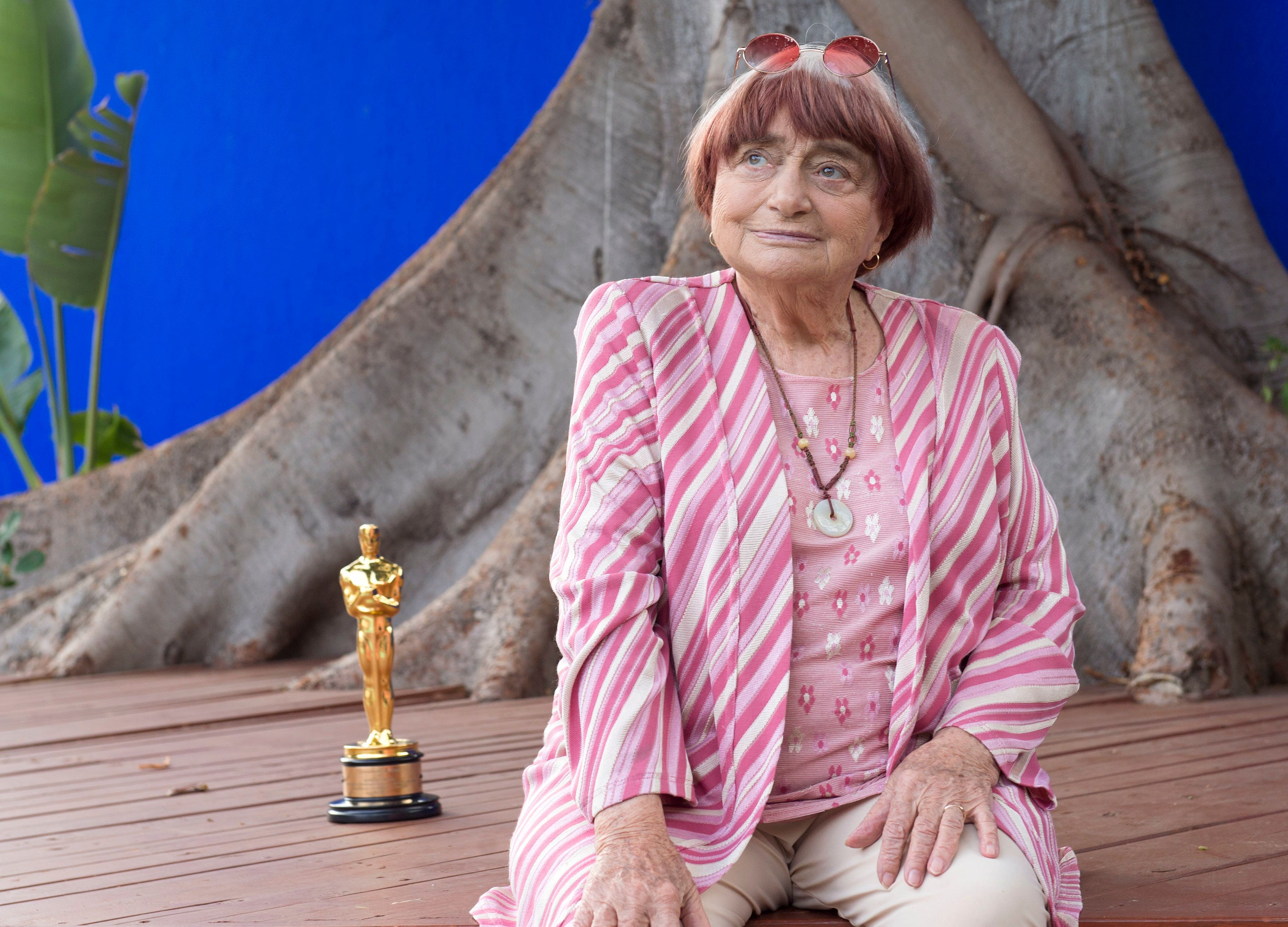Director Agnes Varda poses with her Academy of Motion Picture Arts And Sciences' 9th Annual Governors Awards Honorary Award S