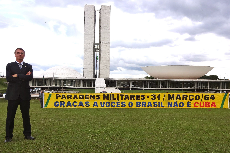 Bolsonaro em homenagem aos militares no aniversário de 50 anos do golpe de