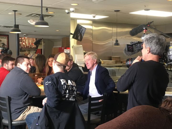 Former Massachusetts Gov. Bill Weld woos University of New Hampshire students over pizza and soft drinks. Weld is preparing t