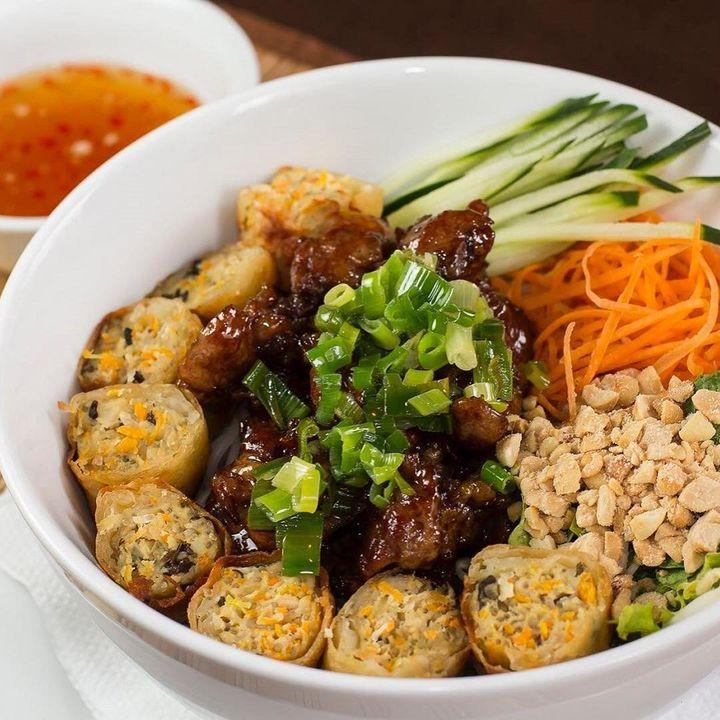 O vietnamita Bun Thit Nuong, do restaurante Miss Saigon.