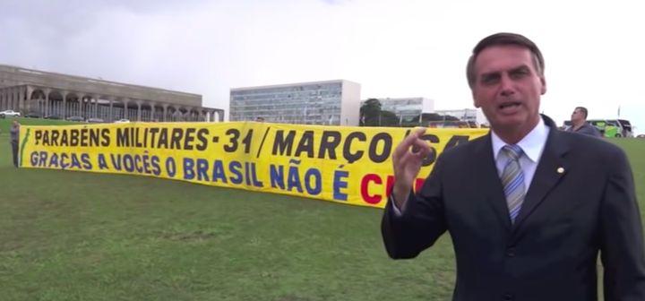 """Bolsonaro, ainda deputado federal, comemora em 2014, os 50 anos da """"gloriosa revolução"""" de 1964."""