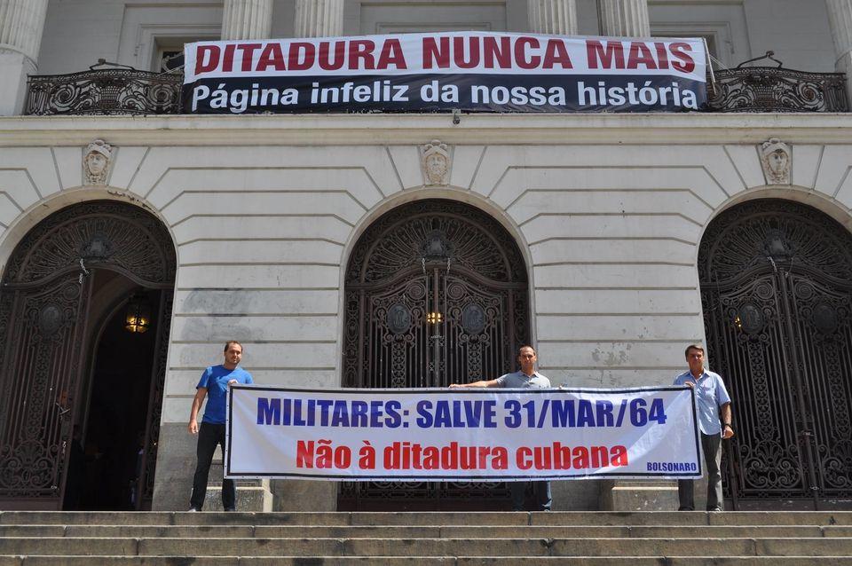 Foto publicada no Instagram de Bolsonaro em 28 de março de 2014 com a legenda