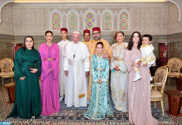 La photo souvenir de la famille royale en compagnie du pape