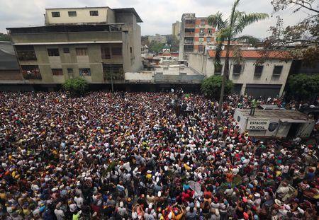 Les Vénézuéliens à nouveau dans la rue contre les pannes de