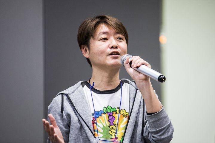 3月31日に開かれたイベントで、同性パートナーシップ制度について説明するTAKACOさん。