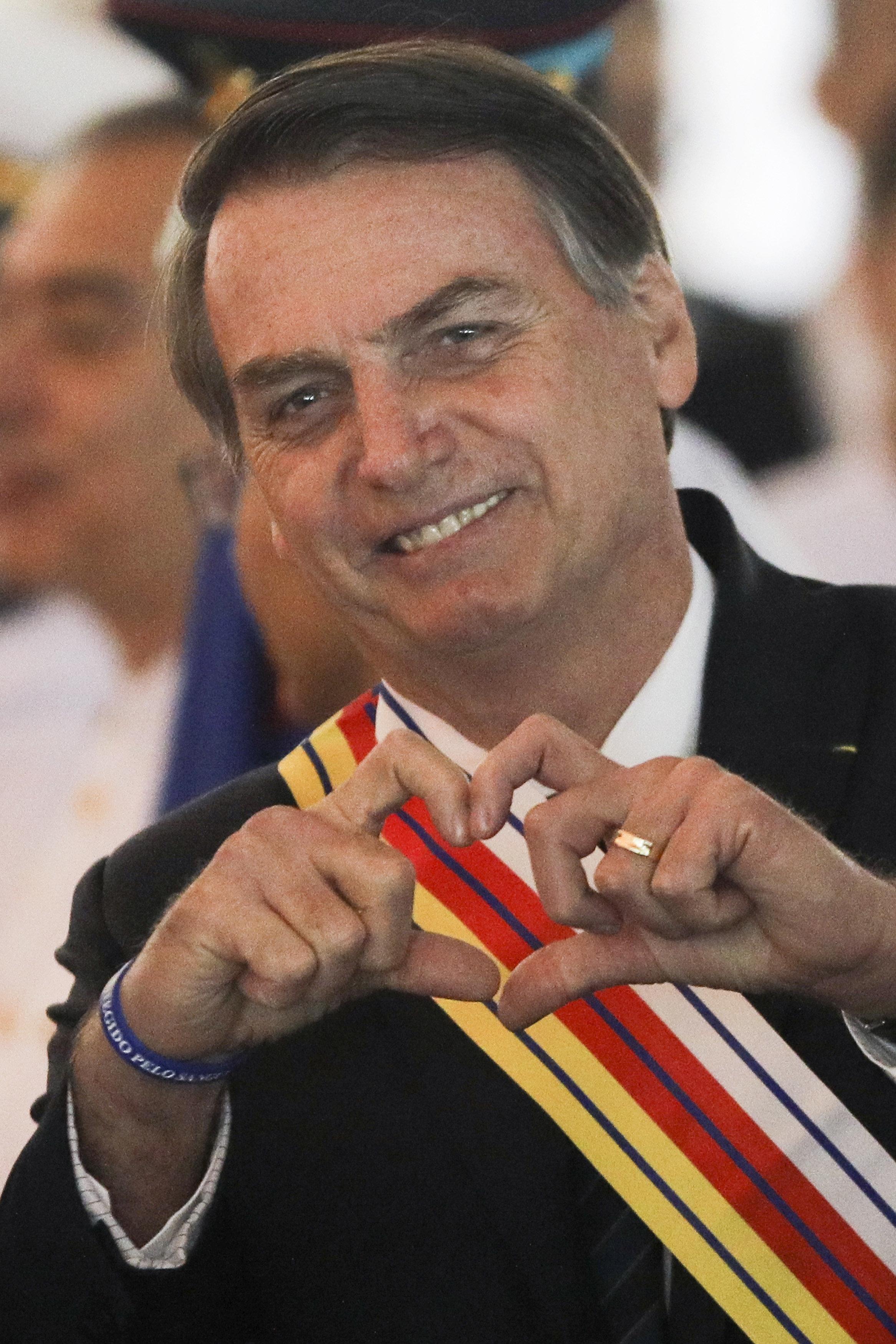 Exército brasileiro comemora golpe militar a pedido de