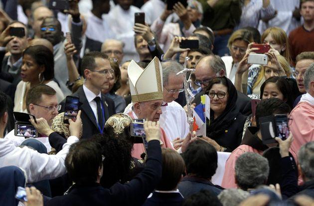 Le pape François célèbre une messe géante au complexe sportif Moulay Abdallah de Rabat