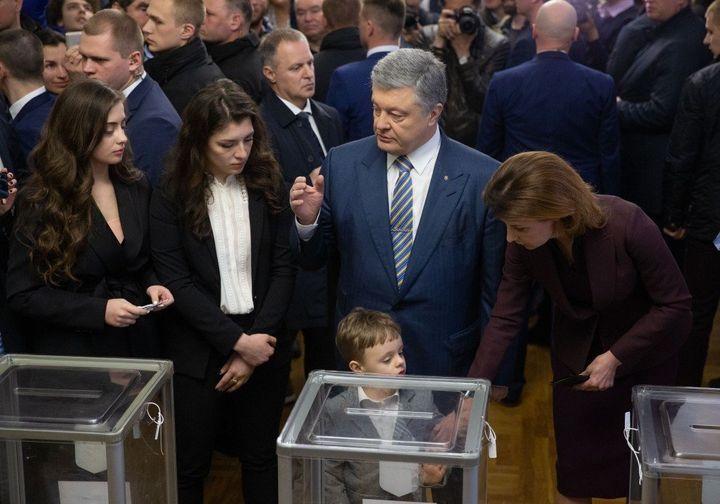 Poroshenko casts his vote Sunday in the Ukranian election.