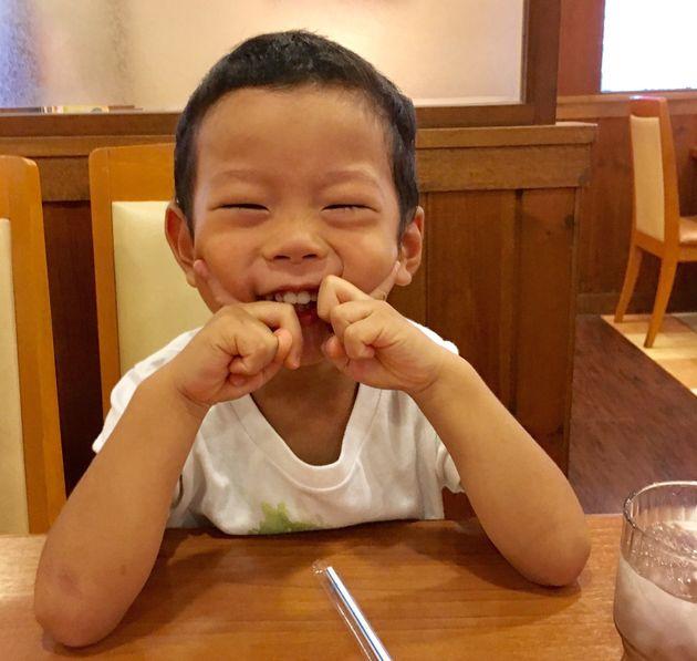 親にとって最高の「ぷじぇれんと」 言い間違いは、子どもが成長している証だ