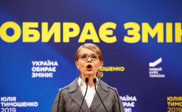 우크라이나 야당 '조국당' 대표를 맡고 있는 율리아 티모셴코 전 총리는 이번 대선에서 또 한 번 고배를 마실 것으로 전망된다. 사진은 출구조사 발표 직후 기자회견을 하고 있는 티모셴코...