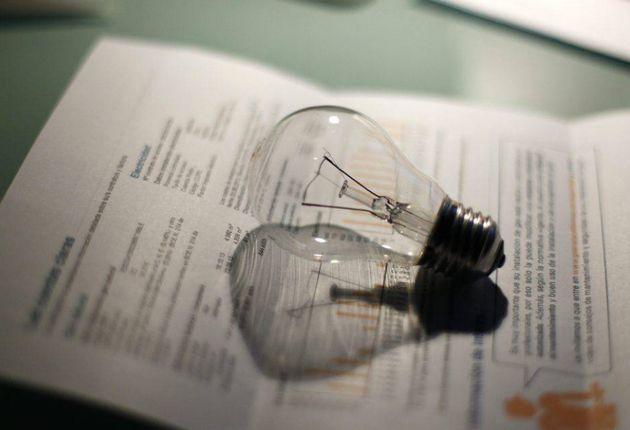 El recibo de luz baja un 0,4% en marzo pero es un 3,7% más caro que hace un