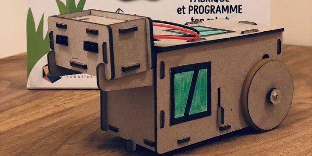 Achille promet d'apprendre aux plus jeunes à programmer un robot sans