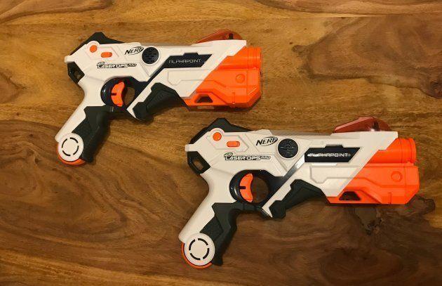 Les pistolets sont à la fois une arme et une cible à rayons