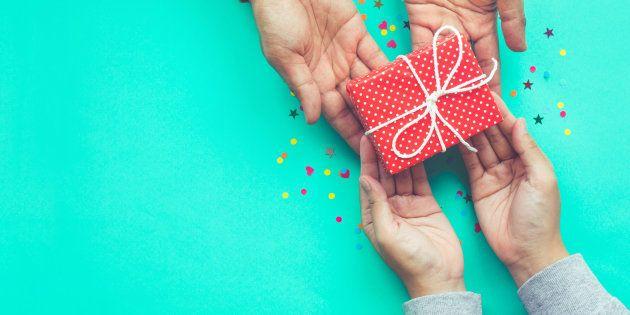 10 cadeaux de Noël pour jeunes parents approuvés par des jeunes
