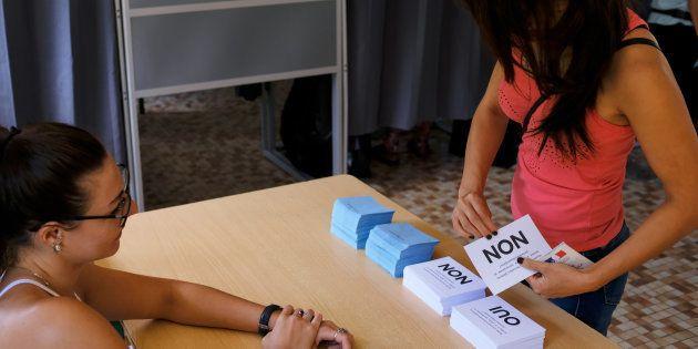 Un référendum (ici en Nouvelle Calédonie en novembre dernier) est plébiscité par 71% des Français pour...