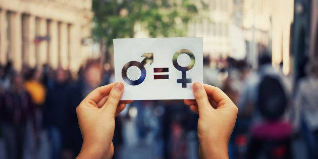 D'un côté, je suis une féministe, ardente défenseuse de l'empowerment des femmes, de l'autre, je défends l'idée que notre (re)montée en puissance n'émascule en rien les hommes, voire même: ils ont tout à y gagner.