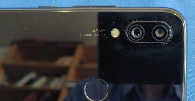 Le double capteur photo du Redmi Note 7 est proéminent et prend facilement la