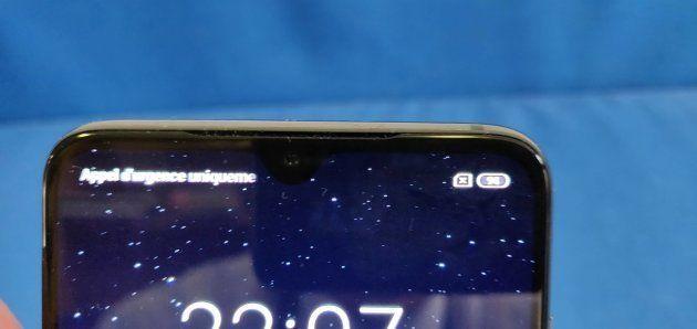 Xiaomi a opté pour une encoche en forme de goutte d'eau. Elle est plutôt